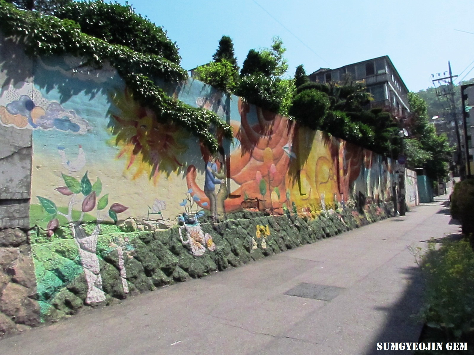 Dreamlike mural at ihwa mural village sumgyeojin gem for Mural village