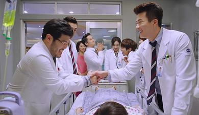 1384403426-medical-top-team_05_590x330